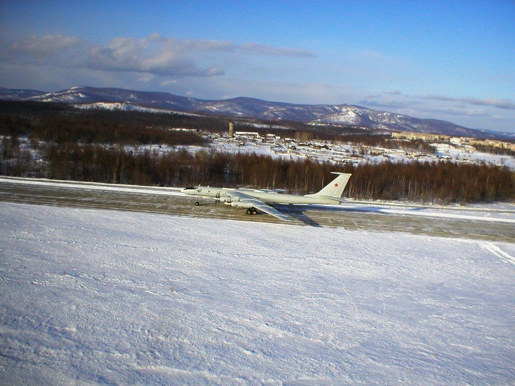 A Tu-142MR from the Pacific Fleet in a runway in Mongokhto