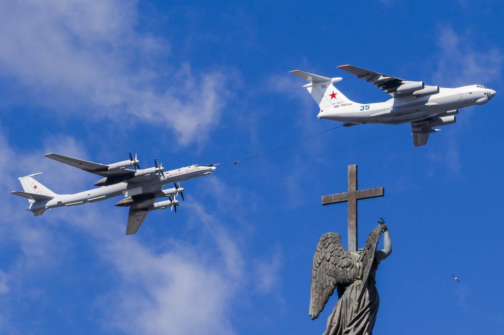 Simulation of an aerial refueling of a Tu-142MR over Alexander's Column in Saint Petersburg